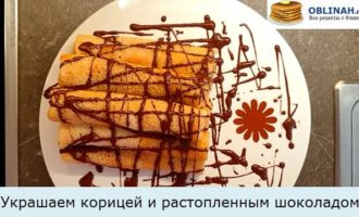 Украшаем корицей и растопленным шоколадом
